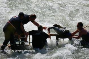 ქუთაისში, მდინარე რიონზე ერთსაათიანი სამაშველო ოპერაციის ამსახველი ფოტომასალა